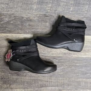 NWT Rocky 4eur Sole Motif wedge ankle boots